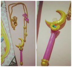 Colar artesanal de Sailor Moon. O pingente é o cetro lunar. Acompanha corrente dourada. Também disponível na minha loja no ELO 7: www.elo7.com.br/otakufancoisas
