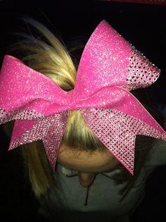 so im a total wannabe cheerleader jst bcuz i love bows...sue me.