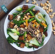 😋Deliciosos #noodles de #trigosarraceno y #boniato #singluten, #veganos y #orgánicos. Acompáñalos con muchas verduritas y cacahuetes, al más puro estilo oriental.  Encuéntralos en👉🏼www.dellaterra.es