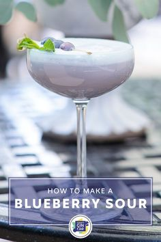 Gin Cocktail Recipes, Alcohol Drink Recipes, Fun Cocktails, Cocktail Drinks, Alcoholic Drinks, Fireball Recipes, Beverages, Spring Cocktails, Blueberry Gin