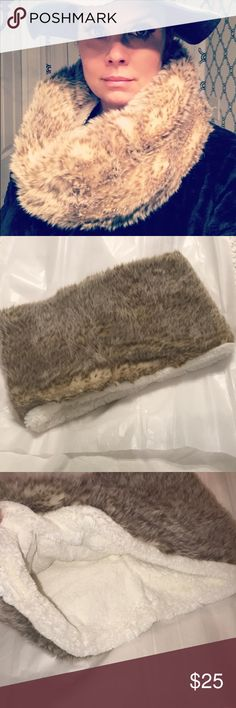 """American Eagle Faux fur infinity scarf NWOT Super soft and warm. Measures 17"""" long lying flat and 9"""" wide. 75% modacrylic, 25% polyester. Tag is missing in one of these. American Eagle Outfitters Accessories Scarves & Wraps"""