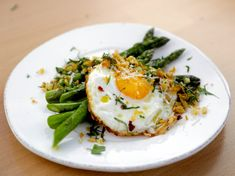 Pan-Roasted Asparagus with a Crispy Fried Egg Recipe : Giada De Laurentiis : Food Network Fried Egg Recipes, Giada Recipes, Vegetarian Recipes, Cooking Recipes, Healthy Recipes, Top Recipes, Cheese Recipes, Cooking Ideas, Side Dishes