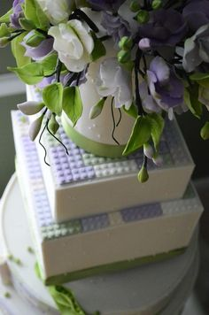 LEGO & sweet peas wedding - Sugar Realm, Fine Bakery & Cake Design #Wedding #Lego #nerdy Fondant Flowers, Sugar Flowers, Lego Wedding Cakes, Cupcake Cakes, Cupcakes, Wedding Inspiration, Wedding Ideas, Sweet Peas, Bakery Cakes