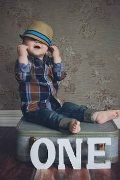 Some really cute birthday ideas for 1 year old babies. Super cool and very easy to diy at home. Cute Birthday Ideas, 1st Birthday Pictures, Boy First Birthday, Diy Birthday, Birthday Parties, 1 Year Old Birthday Party, Cool Baby, Baby Boy Photos, Boy Pictures