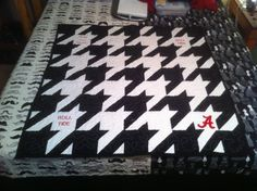 Houndstooth baby quilt - love how dramatic the color contrast is