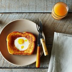 Grilled Cheese Egg in a Hole Recipe on . Might want to make a full grilled cheese and just save the mini ones when cut out for a snack! Best Grilled Cheese, Grilled Cheese Recipes, Sandwich Recipes, Sandwiches, Brunch Recipes, Breakfast Recipes, Breakfast Ideas, Egg In A Hole, Bacon