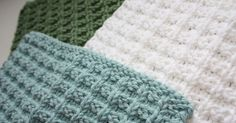 Need a quick and easy knitted gift idea? How about a nice set of washcloths? Hand knit washclothsknit up quicklyand make agreat gift wh...