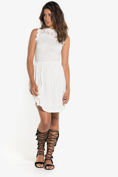 Dress with scalloped lace