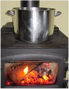 Cooking with a Wood Stove - We save electricity and warm the house while the fire burns and the soup simmers. Survival Food, Emergency Preparedness, Emergency Food, Wood Stove Cooking, Rocket Stoves, Do It Yourself Home, Outdoor Cooking, Sustainable Living, Cooking Tips