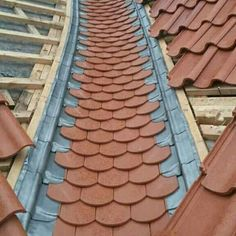 Slate valley Steel Gate Design, Roof Design, House Design, Diy Roofing, Modern Roofing, Architectural Shingles Roof, Roof Detail, Slate Roof, Roof Tiles