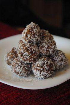 Paleo kókuszgolyó: darált mandula, kókusz, kakaó, fahéj (KIPRÓBÁLVA. Isteni, csak kevesebb kakaóval (nekem). Tej a gyúráshoz) Krispie Treats, Rice Krispies, Tej, How To Eat Paleo, Cereal, Muffin, Snacks, Baking, Breakfast