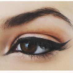 Have you always wanted to achieve that beautiful cat eye look with your eyeliner? If you're having a hard time, there are some easy cat eyes makeup tips you can try out. These tips will help you achieve the look every time in a matter of minutes. Contour Makeup, Kiss Makeup, Love Makeup, Makeup Tips, Makeup Looks, Hair Makeup, Makeup Tutorials, All Things Beauty, Beauty Make Up