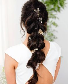 (link in bio to shop the Sawyer Gown Aurora Pins and Abbington Hair Combs Natural Hair Care, Natural Hair Styles, Natural Shampoo, Medium Hair Styles, Curly Hair Styles, African Natural Hairstyles, Wedding Makeup Tips, Bride Makeup, Braided Hairstyles For Wedding