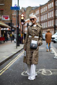 The Best Street Style Looks From London Fashion Week Fall 2020 London Fashion Weeks, Autumn Street Style, Street Style Looks, Style Snaps, Cool Street Fashion, New Trends, Ideias Fashion, Street Wear, Winter Jackets