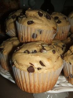 Peanut Butter Chocolate Chip Muffins 2 Cups All-Purpose Flour 2 Teaspoons Baking Powder Teaspoon Salt Cup Brown Sugar 6 Tablespoons Butter, melted and cooled Cup Chunky Peanut Butter 2 Eggs 1 Cup Milk Cup Mini Semi-Sweet Chocolate Chips Bake at 375 Köstliche Desserts, Delicious Desserts, Dessert Recipes, Yummy Food, Cake Recipes, Cupcakes, Cupcake Cakes, Yummy Treats, Sweet Treats