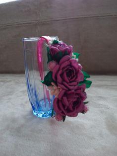 Ободок на волосы с розами из атласных лент