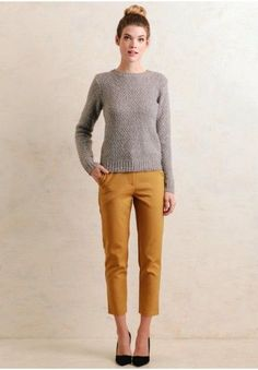 38 Stylish Cropped Pants Outfit Ideas For Work In Early Fall - Because those long summer days are rapidly offering approach to cool fall nights does not have to imply that your whole summer closet has seen its las. Ankle Pants Outfit, Yellow Pants Outfit, Mustard Yellow Pants, Fall Outfits, Casual Outfits, Outfits Mujer, Pixie Pants, Cute Pants, Work Attire