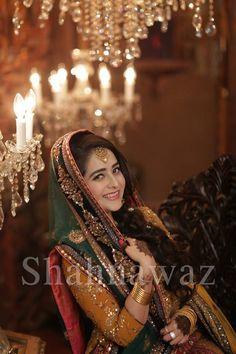 Bridal Mehndi Dresses, Mehendi Outfits, Mehndi Brides, Bridal Makeover, Oriental Fashion, Indian Fashion, Pakistani Bridal, Wedding Gallery, Traditional Wedding