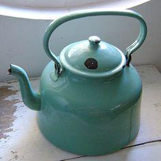 Vintage french enamelware kettle - I will have the sugar bowl soon! Turquoise Cottage, Vintage Turquoise, Vintage Green, Vintage Metal, Vintage Decor, Enamel Teapot, Enamel Ware, Vitrine Miniature, Vintage Enamelware