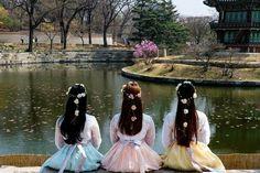 Pinteres: Mynh Yee💕 Ulzzang Couple, Ulzzang Boy, Korean Ulzzang, Korean Girl, Asian Girl, Korean Hanbok, Just Friends, Korean Friends, Avatar Couple