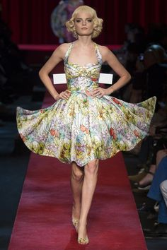 LOVE the paper doll inspiration, also, love the dress  Moschino - Spring 2017 Ready-to-Wear