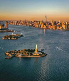 Imagen de travel, new york city, and nyc Nyc, Nex York, Places To Travel, Places To See, Liberty Island, Voyage New York, Dream City, City Photography, Belle Photo