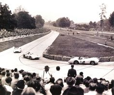Mercedes-Benz W 196 R (1954-55) Grand Prix de Berlin - circuit de l'Avus 1954 - trois Mercedes au trois premières places - Automobiles Classiques août / septembre 1991.