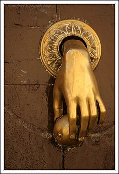 Heurtoir de porte en Espagne. (Tom  Galorbe - Photographe à Bourbon-Lancy - Saone et Loire)