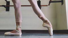 Love feet in tendu à la seconde