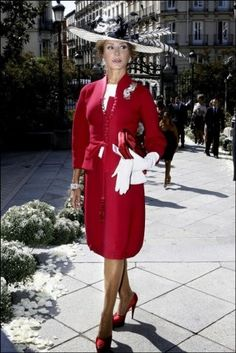 Nati Abascal is the most stylish Spanish woman by far. She's nearly she looks amazing, and her fashion sense is just major. Fashion Bloggers Over 40, Fashion Over 50, Vintage Dresses, Nice Dresses, Amazing Dresses, Stylish Older Women, Look Formal, Mature Fashion, Modern Outfits