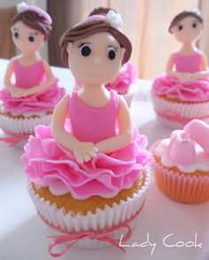 Seriously cute idea - thinking I should ask a professional to make them though!! :)