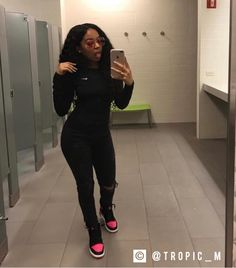 Supporting my favorite athlete by wearing her 👟. Dope Outfits, Trendy Outfits, Fashion Outfits, Womens Fashion, School Outfits, Estilo Ny, Look Girl, Mode Hijab, Fall Winter Outfits