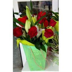 Bolsa Flora Rosas y llilium.