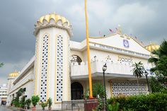 "The Gurdwara Tatt Khalsa Diwan is the largest house of worship for Sikhs in Southeast Asia.  From Khabar Southeast Asia, ""In #Malaysia, a #Sikh #temple stands as a place of fellowship""   Read more: http://khabarsoutheastasia.com/en_GB/articles/apwi/articles/features/2012/10/29/feature-07"