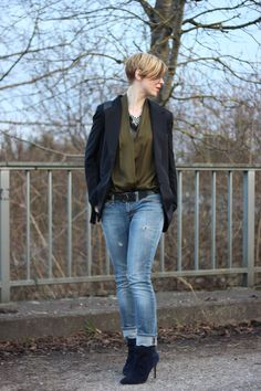 Destroyed Jeans, Only, Blazer, Spitzentop, grün, booties, 40plusBlog