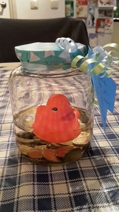 Funny Gifts Money gift: swimming in the money Homemade Gifts, Diy Gifts, Cadeau Surprise, Diy Cadeau, Shower Bebe, Idee Diy, Diy Presents, Original Gifts, Happy B Day