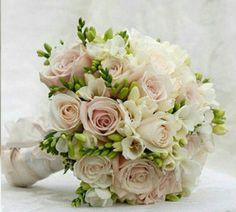 wedding flower bride bouquet bride hair accessory roses