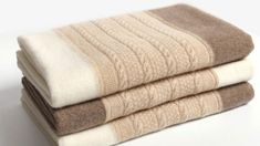 Falling for the soft, warm and luxurious cashmere scarves? Here are some tips for you to learn to define the quality of your cashmere scarf. Cashmere Hair, Fall Wardrobe, Fine Hair, Warm And Cozy, Scarves, Pure Products, Tips, Fabric, Posh Hair