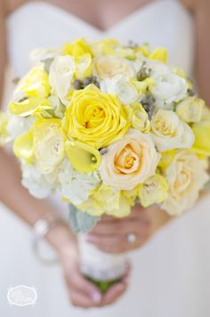 Mellow yellow and #ivory bridal #bouquet by Ivey Pictures via #OneWediPad