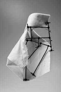 """RODRIGO ACOSTA - Rito Cardíaco, 2014. Broche,Latón, textil, hilo de algodón. Fotos: Adolfo López """" Preparar el corazón para lo que se viene"""""""