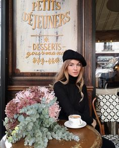 Find images and videos about fashion, style and coffee on We Heart It - the app to get lost in what you love. Parisian Style Fashion, French Fashion, Look Fashion, Paris Fashion, Fall Fashion Outfits, European Fashion, Autumn Fashion, Paris Chic, Parisienne Chic