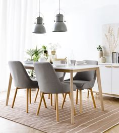 White table with wooden legs Basic- Mesa blanca con patas de madera Basic Basic dining table