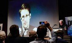 Edward Snowden è visto in diretta da Mosca in un evento a Oslo, Norvegia il 18 novembre 2016.