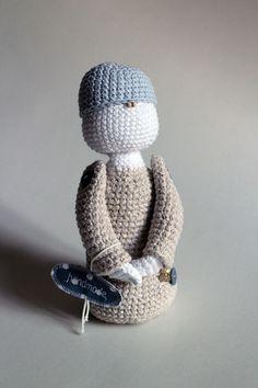 Malý Princ - bábika uhačkovaná z bavlny a vyplnená dutým vláknom, vhodná ako hračka alebo dekorácia.  * Možné prať v rukách. Nechať voľne vyschnúť. Prince, Winter Hats