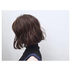★お客様スタイル★  リラックスウェーブとセミウェットな質感がおすすめです  いつものボブにセクシー感とトレンド感をプラスします  可愛い☆クール☆オシャレをミックスさせたスタイルが好きです  #shima #bob #hair #ボブ #ヘアスタイル #ヘアー #セミウェット #カラー #ハイライト #パーマ #ウェーブ #水原希子 #比留川游 #ロンハーマン #アクネ #セリーヌ #HYKE