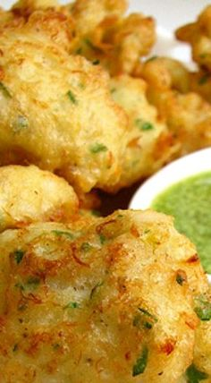 Salt Cod Fritters Tuck into this fantastic cod recipe accompanied with the delectable flavours . This combination of amazing tastes delightfully influence the potatoe. Salt Fish Cakes Recipe, Bajan Fish Cakes Recipe, Salt Fish Recipe, Guyanese Recipes, Haitian Food Recipes, Jamaican Recipes, Indian Food Recipes, Guyanese Bake Recipe, Cod Fish Recipes