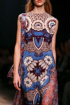 Valentino Spring 2015 Ready-to-Wear - Detail - Gallery - Look 1 - Style.com