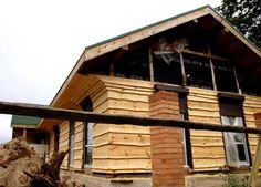 Каркасный деревянный дом обитый необрезной доской