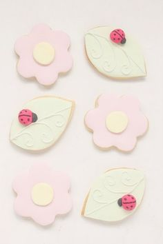 hello naomi: ladybug and flower cookies! Cut Out Cookies, Cute Cookies, Cupcake Cookies, Sugar Cookies, Sweet Cookies, Heart Cookies, Iced Cookies, Sweet Treats, Ladybug Cookies