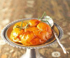 Pour un dessert gourmand, voici une recette de tatin aux abricots et romarin. Retrouvez également des astuces du chef étoilé Cyril Lignac.